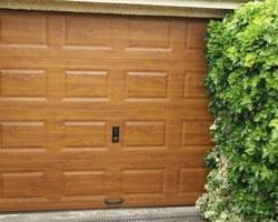 Porte de garage sectionnelle - Magnanville -STB l'Espace Fenêtre